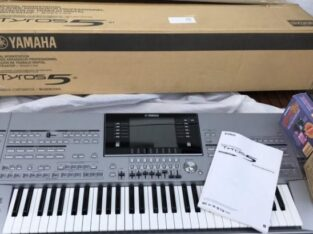 Yamaha Tyros 5 76key Arranger workstation keyboard