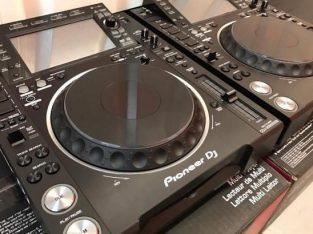 2x Pioneer CDJ-2000NXS2 + 1x DJM-900NXS2 mixer cos