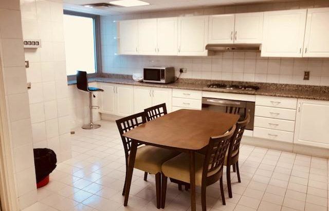 AMAZING FULLY FURNISHED ROOM WITH PARKING SPOT 4 R