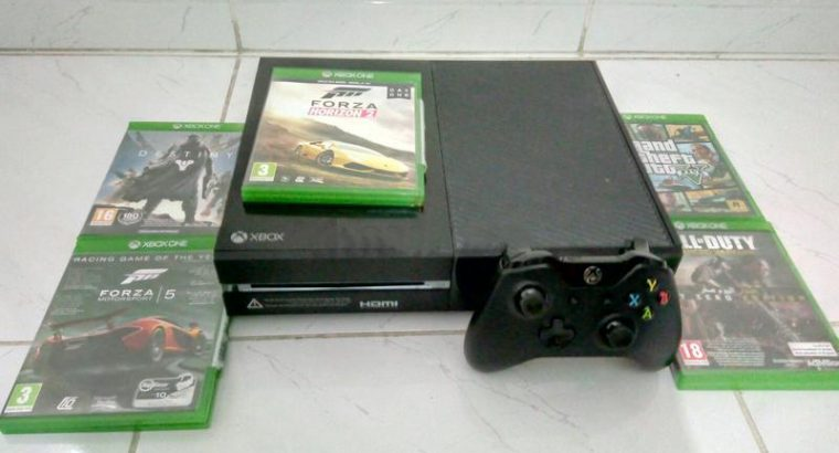 XBOX One in perfect condition with 5 Games