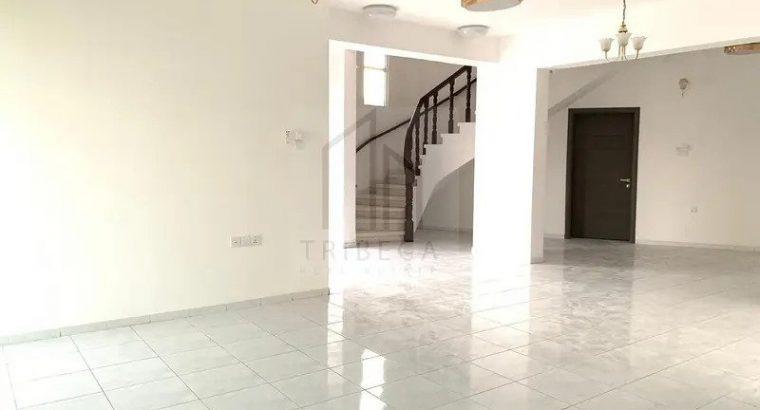 Villa | 5 Beds | 6 Baths | 2,512 sqft